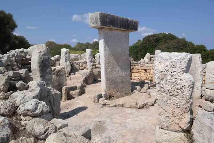standing_stone_taula-den-torralba